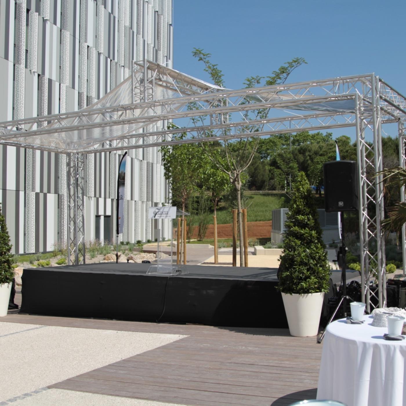 SML - Couverture de scene avec grill scenique et bache cristal