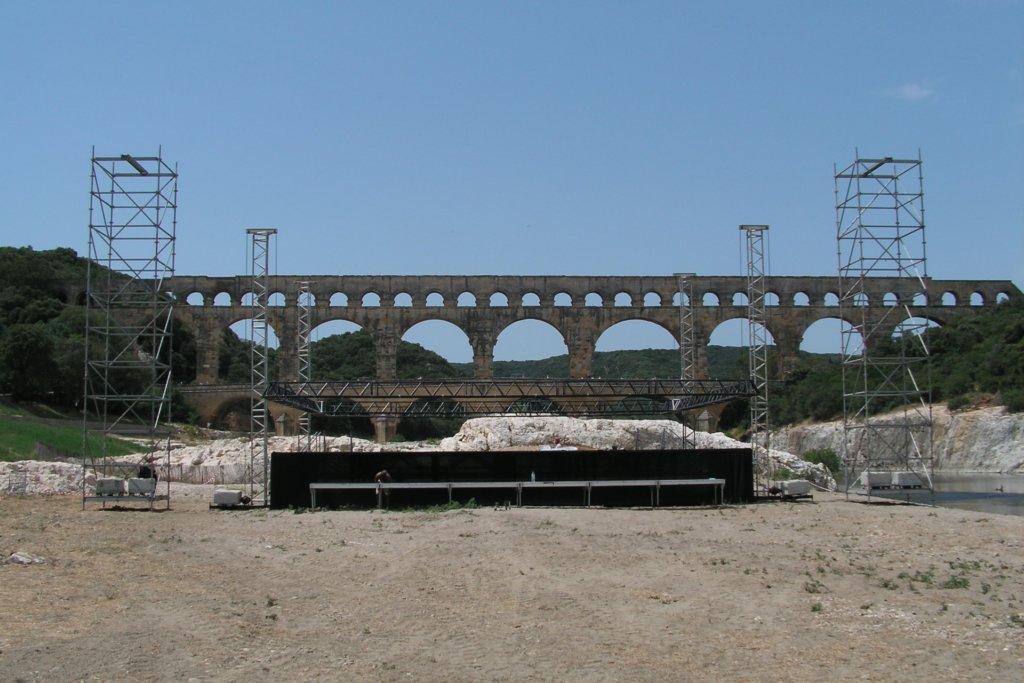 SML - pont son et eclairage scene en grill scenique