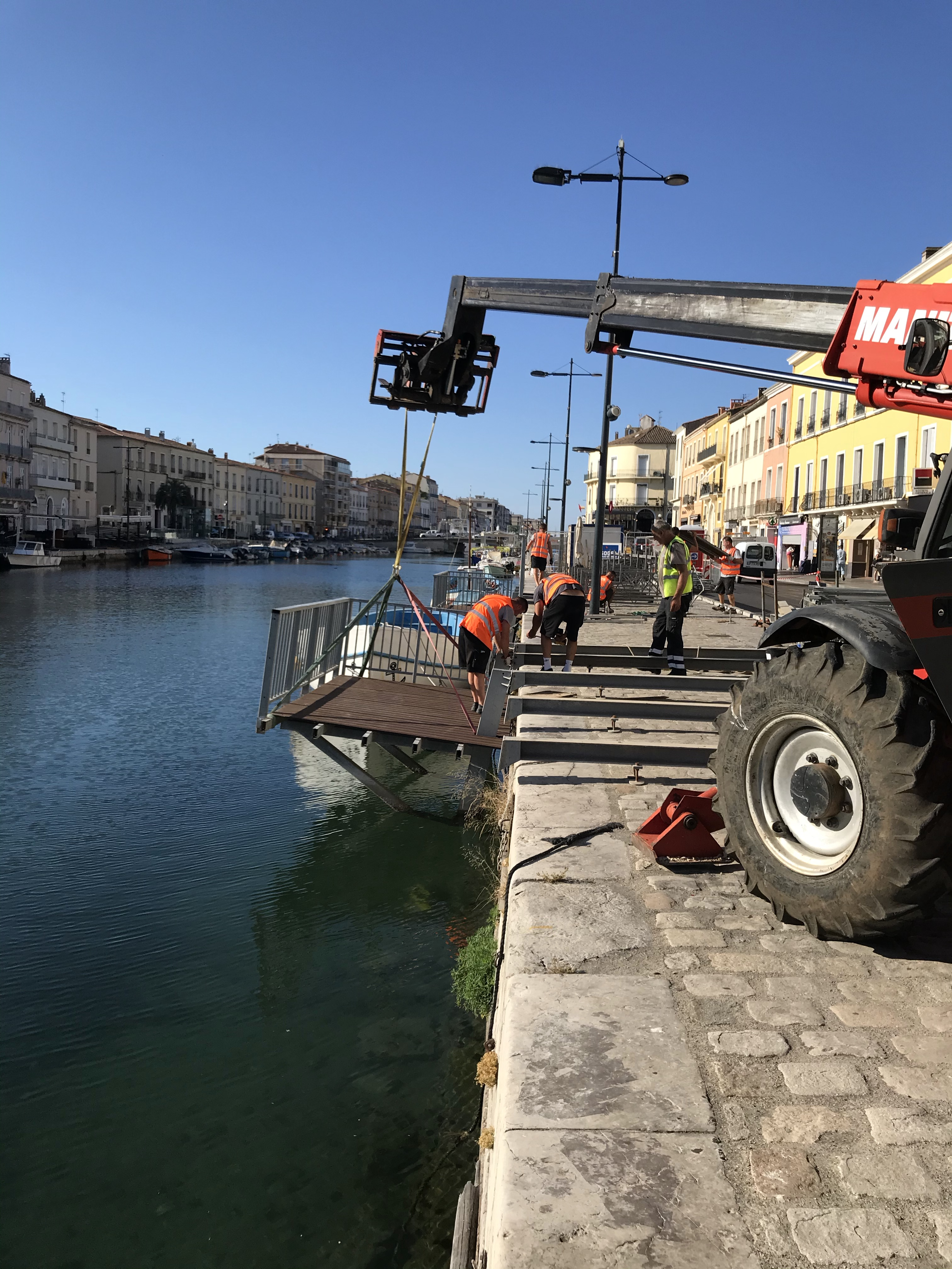 Installation d'une plateforme Modula sur l'eau